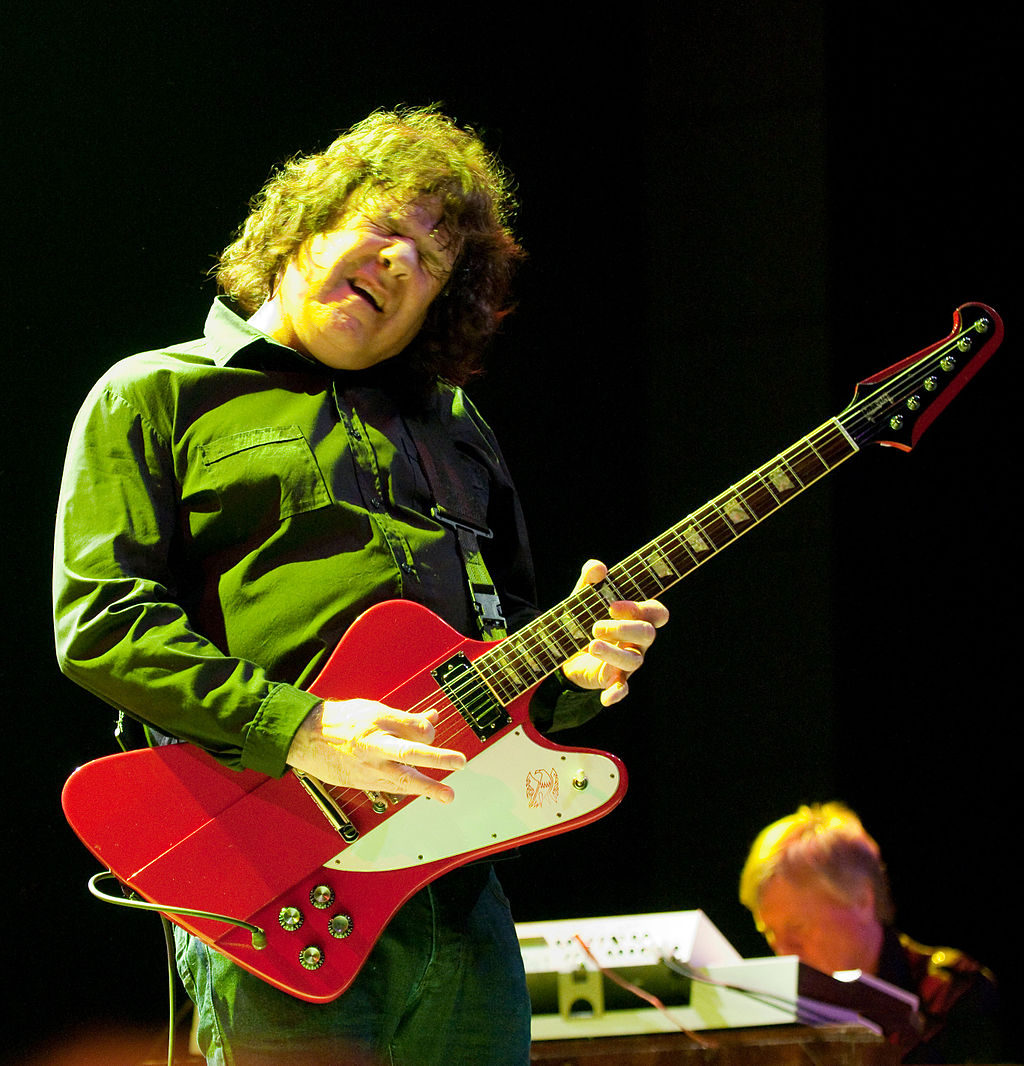 Wikipedia (https://en.wikipedia.org/wiki/Gary_Moore#Style_and_influences)